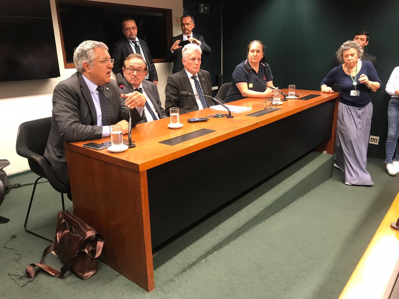 Frente Parlamentar dos conselhos profissionais foi lançada na Câmara dos Deputados
